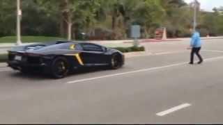 Дебил бросает камни в Lamborghini Aventador за 400 000$
