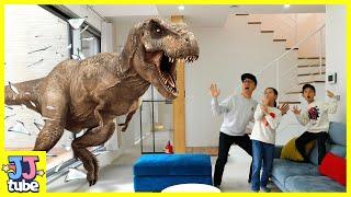 공룡이 짠! 중장비 장난감 상황극 놀이  Dinosaur Gummy & Car Toy Excavator Play with Excavator Truck[제이제이튜브-JJtube]