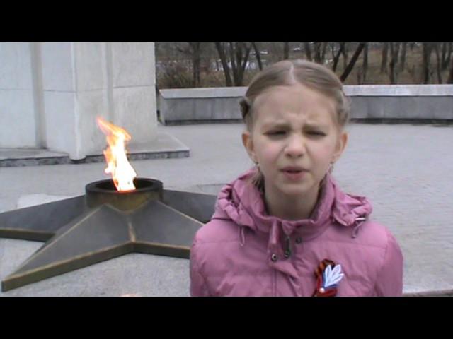 Изображение предпросмотра прочтения – КсенияЗайцева читает произведение «Враги сожгли родную хату» М.В.Исаковского