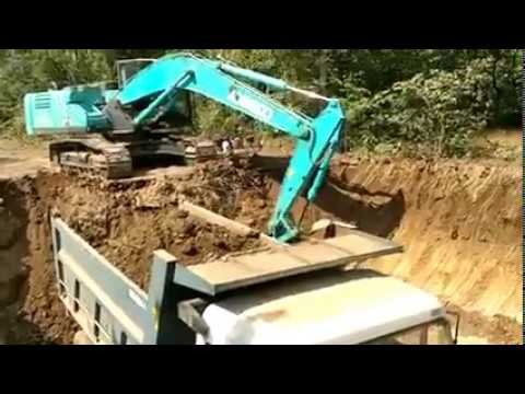 KOBELCO SK220-10 on work