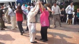 Un divertido y enérgico abuelo bailando! [HD] | Grandpa Dance