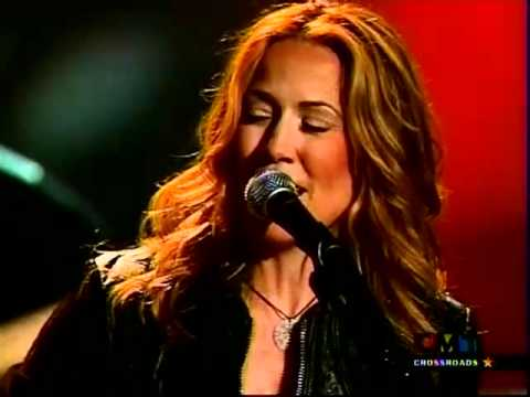 "Willie Nelson and Sheryl Crow - ""Abilene"" (with intro - 2002)"