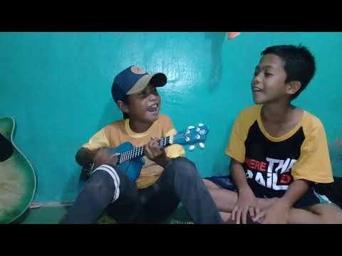 Anak Kecil Pinter Main Ukulele Lagu (kami Bangkit)