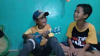 [2.56 MB] Anak kecil pinter main ukulele lagu (kami bangkit)