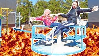 Пол это лава на детской площадке