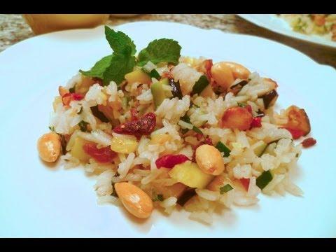 Reissalat mit Minze, Gemüse und Mandeln auf orientalische Art mit der Chefkoch Anleitung zubereiten