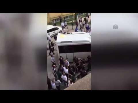 Erzurum'da vatandaşlardan gözaltına...