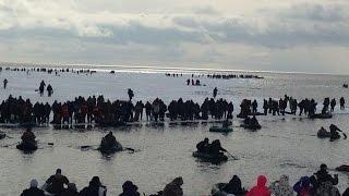 Оторвало льдину с рыбаками на Сахалине