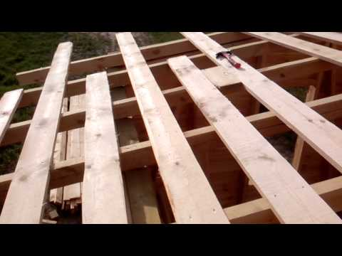 видео: Обрешетка крыши сарая