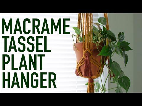 diy-macrame-tutorial:-rustic-spice-tassel-plant-hanger!