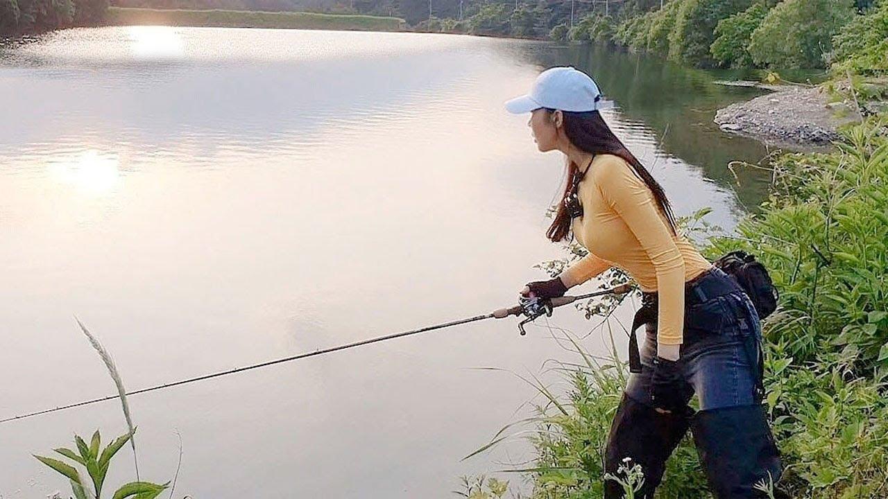깊은 산골짜기 저수지에서 생긴 일.  Fishing in a reservoir deep in the mountains. 배스 낚시