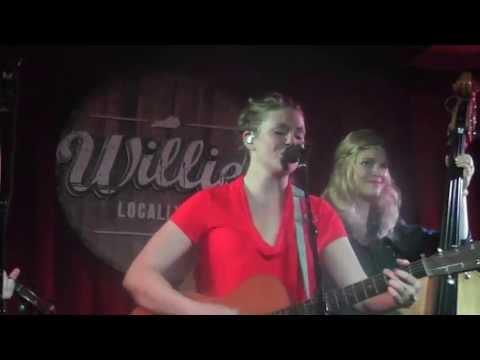 Richland Woman Blues - Della Mae in Lexington Kentucky !