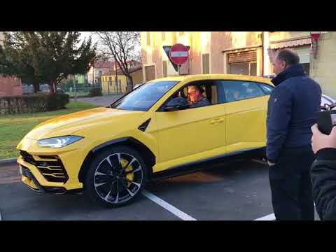 Lamborghini Urus on the road + startup!