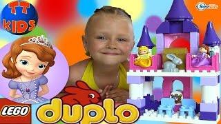 Принцесса София Дисней Лего Дупло. Ярослава играет в конструктор Lego Duplo Sofia's Royal Castle