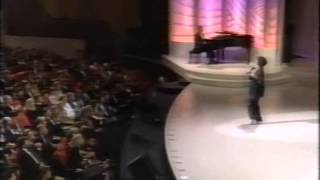 Liza Minnelli sings the Ultimate version of New York, New York