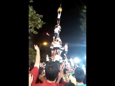 humorous video of dahihandi | human tower fail 2017