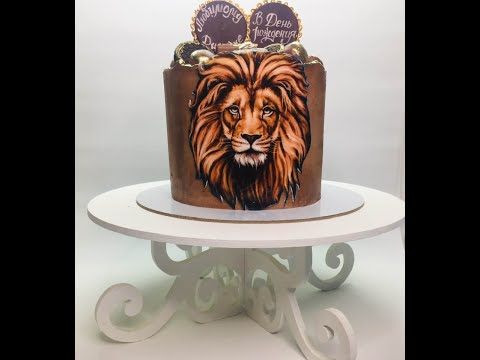 Оформление торта с шоколадками и конфетами