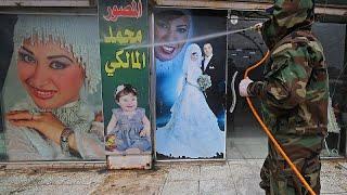 فيديو: عمليات تعقيم واسعة وفرض إغلاق في بغداد منعا لانتشار فيروس كورونا…