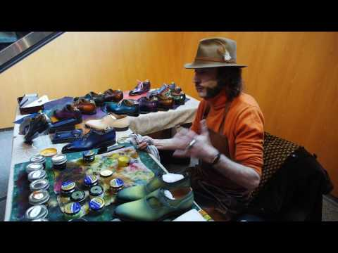 Patina on shoes - demonstration by Emmanuel Farre from Maison Patina