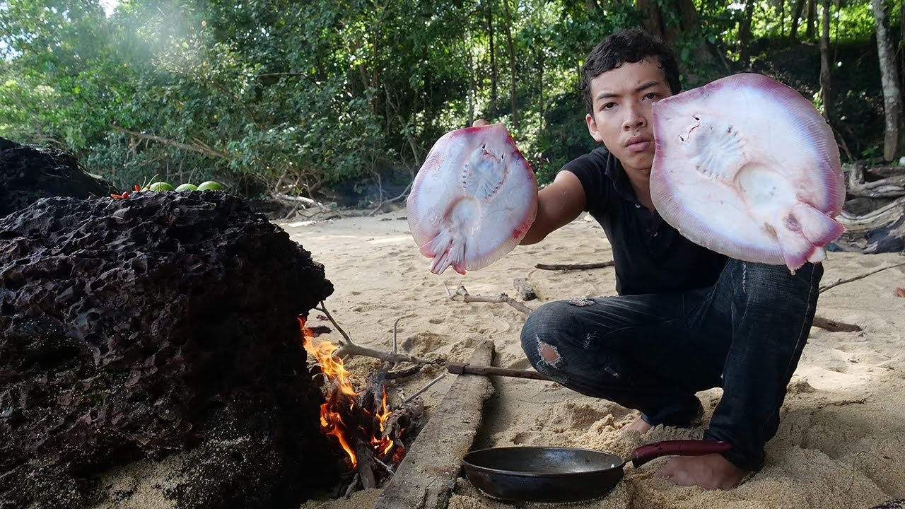 Survival on Island Alone - Primitive Cooking Food in Rainy Season