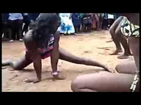 Competição de dança de mulheres africanas.