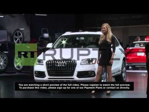 USA: Detroit auto show gives jobs to young and beautiful women