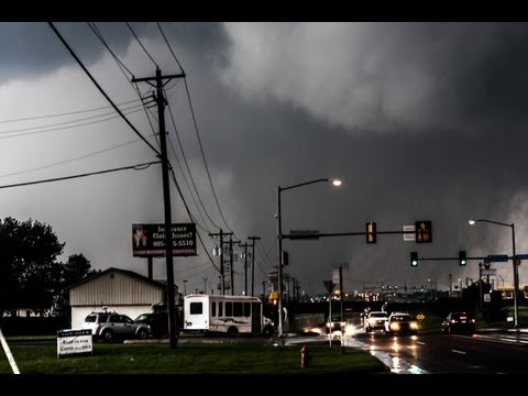 Devastating Moore, Oklahoma EF5 Tornado - May 20th 2013