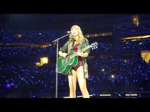 "Taylor Swift Sings ""White Horse"" In Dallas, Texas!"