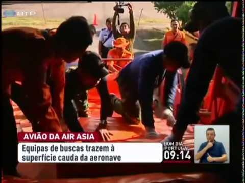 Cauda do avião da Air Asia recuperado no Mar de Java