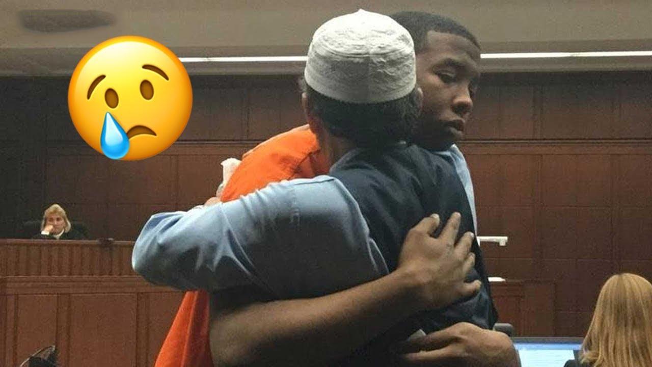 ظنوا أن هذا الأب سينتقم من الرجل الذي قتـ ـل ابنه ، لن تصدق ماذا فعل
