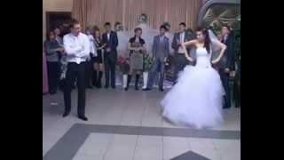 Жених с невестой зажигают.Свадебный танец 21-века.