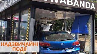 ДТП в Киеве: автомобиль врезался в кафе