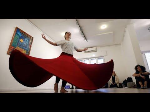أردنيات يتعلمن الدوران في ورشة للرقص الروحي بعمان