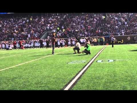 Ben Utecht sings amazing National Anthem at NFL Vikings game