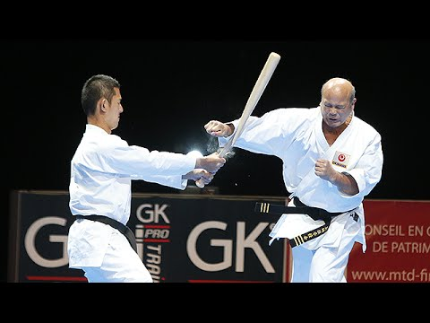 Okinawan Karate break a baseball bat in front of 10 000 spectators !