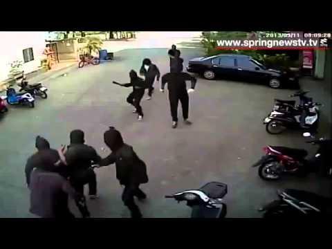 Gangster Berparang Lawan Dengan Berpistol