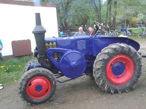 lanz bulldog traktor 1 zylinder hubraum 10 liter youtube. Black Bedroom Furniture Sets. Home Design Ideas