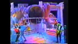 Peter Gabriel - 1983 Italian TV - I Don't Remember - Shock the Monkey + interview