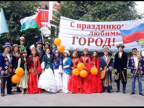 Тюменские казахи на карнавальном шествии в День города