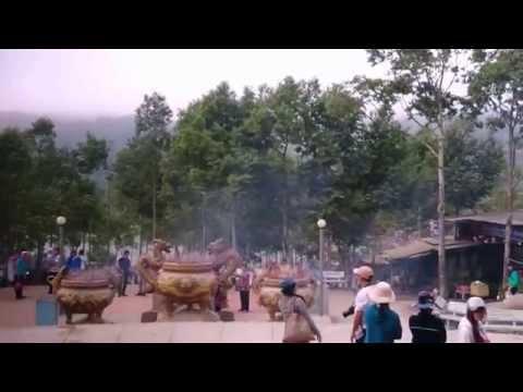 Tượng Phật Di Lặc trên Thiên Cấm Sơn lớn nhất Châu Á.