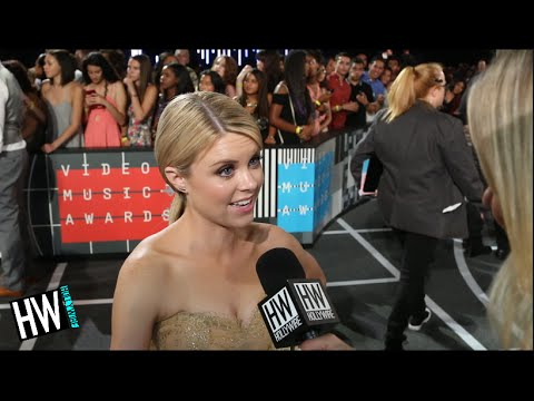 Faking It's' Bailey De Young Teases Upcoming Season! VMA 2015  Hollywire