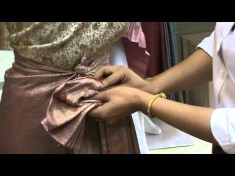 สาธิตวิธีการนุ้งผ้าแบบจับจีบหน้านางปล่อยชายพกแบบโบราณ (ร้านสมายอินเลิฟ)