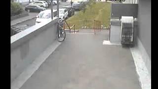 Как в Москве воруют седла велосипедов.
