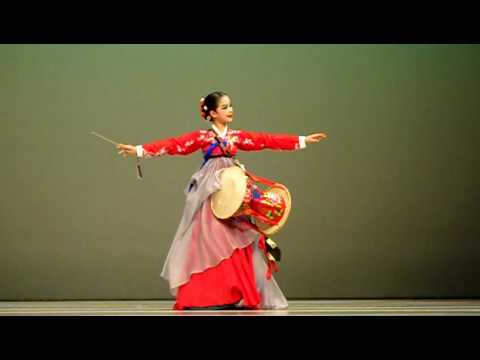 ## Korean Traditional Dance by Treasure ##