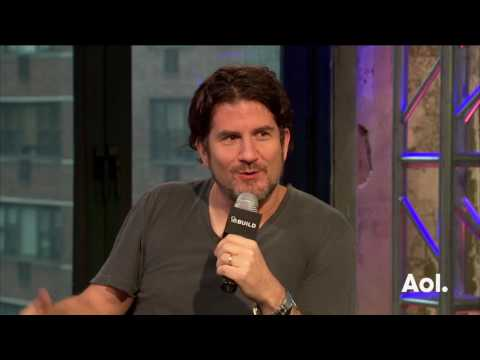 Matt Nathanson Discusses Interacting With Fans On His Tour With Phillip Phillips | BUILD Series