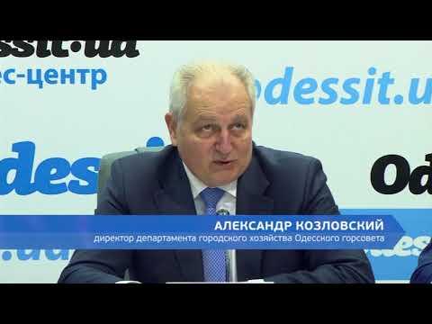 DumskayaTV: Глыба замерзшего льда рухнула на голову молодой девушке