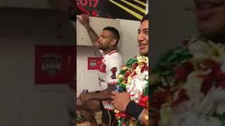 Manu mau sharing the love with boys ✊