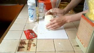 Как приготовить вкусное  тесто для пиццы и рецепт пиццы дома.