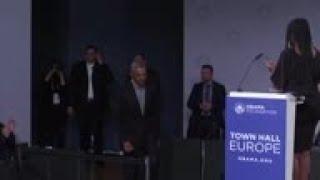 Obama speaks in Berlin on mentoring young leaders