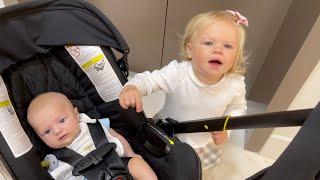 У НАОМИ ТЕМПЕРАТУРА, едем с малышом Дэвидом к доктору. Наоми плачет.